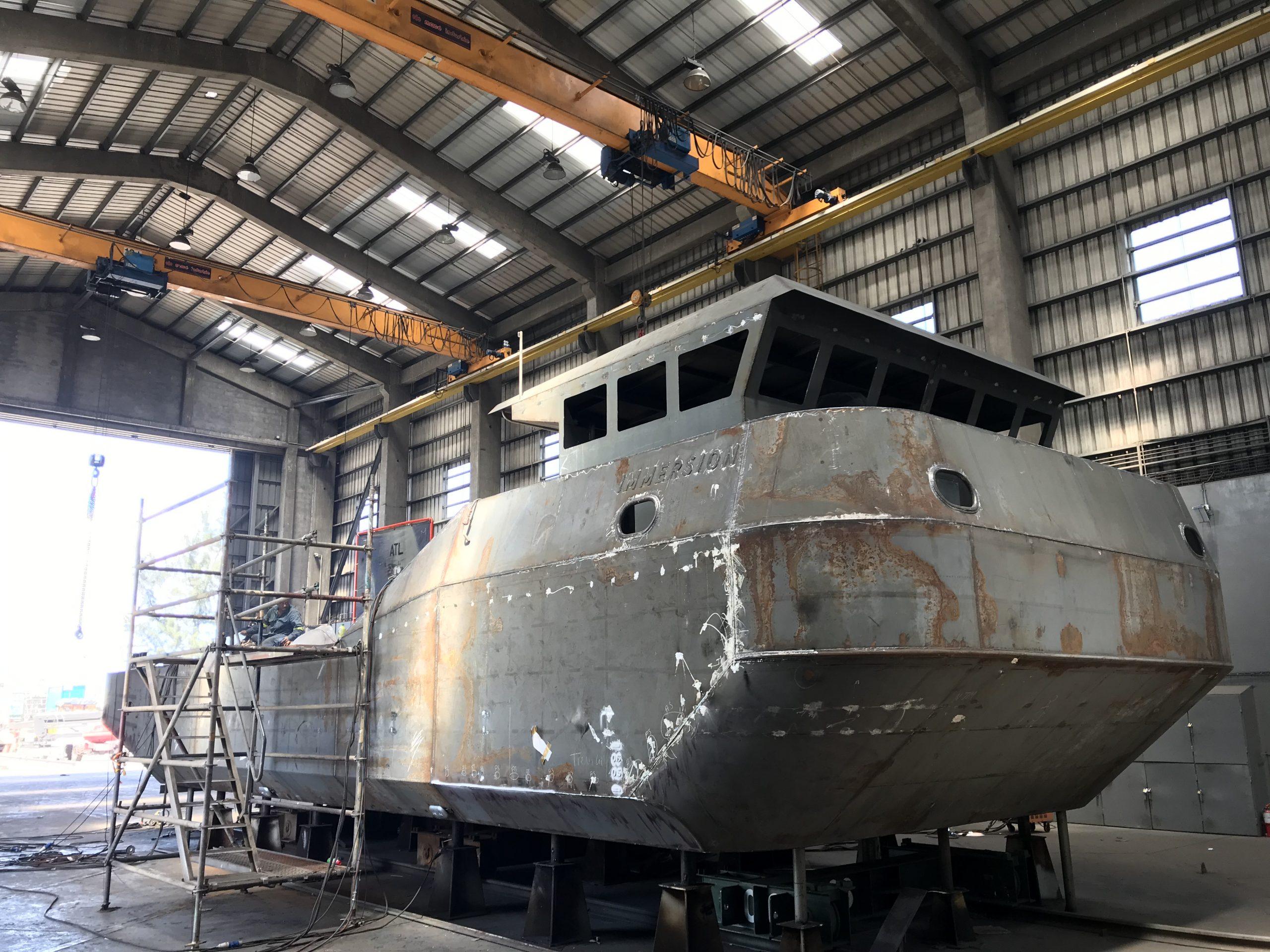 Une barge de travail pour les plongeurs d'ImmerSub